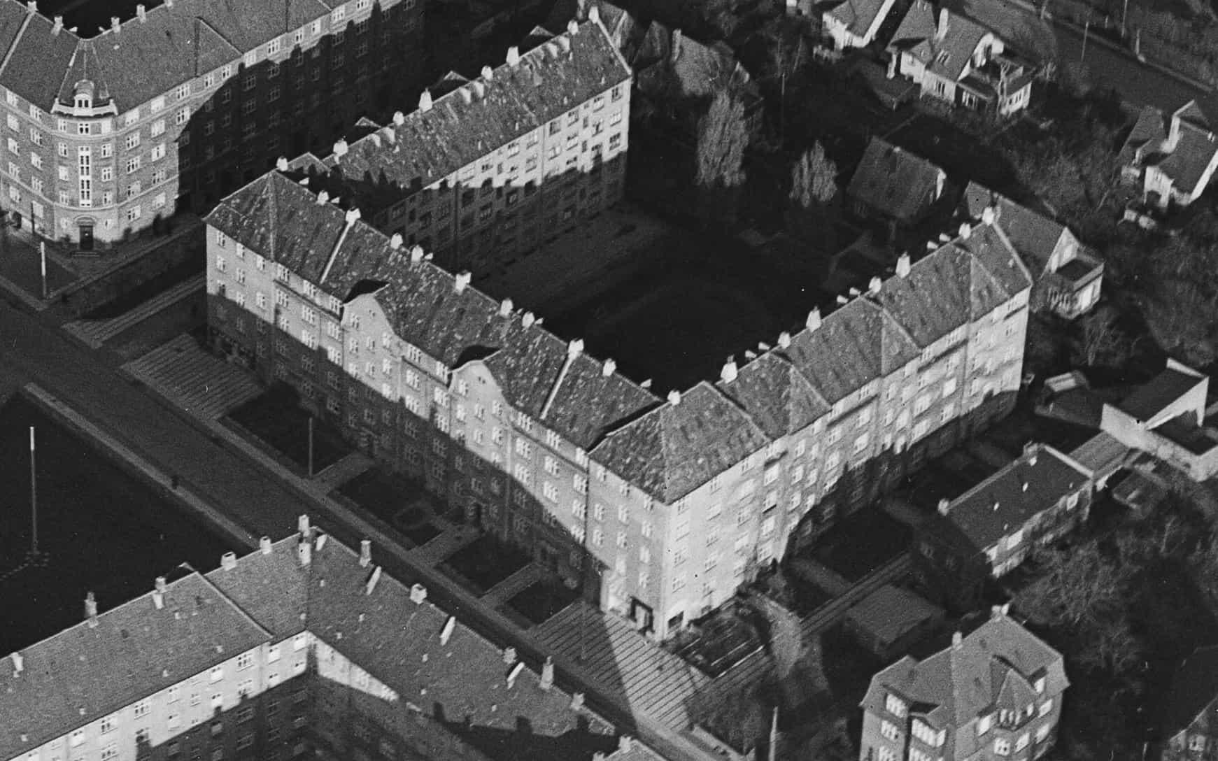 Luftfoto af A/B Tjenestemændenes Byggeforening 1950-1954. Ophav: Kgl. Bibliotek, fotograf Svend Andersen.